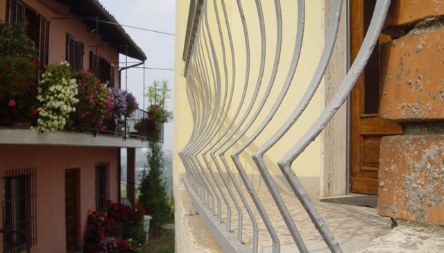 Railing_in_Barbaresco_01