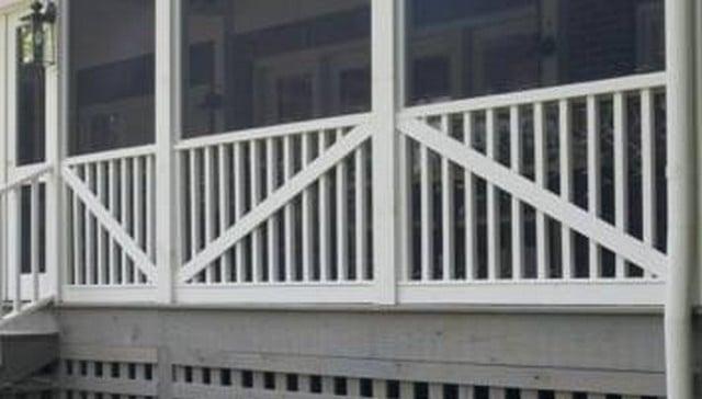 Strikethrough-diagonal-with-vertical-2x2-handrail