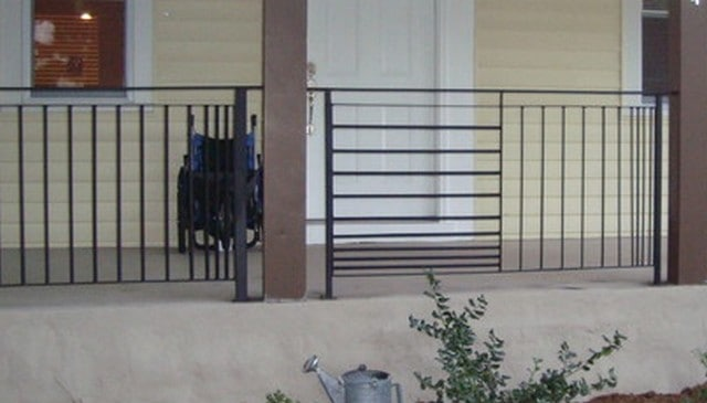 alternate-panels-horiz-vert-metal-railing