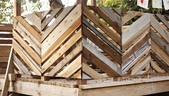 alternating-diagonal-rustic-board-railing