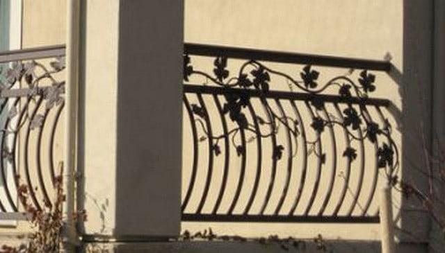 arced-metal-balusters-w-metal-vines