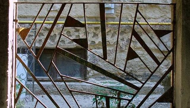 bucharest-art-deco-metal-railing