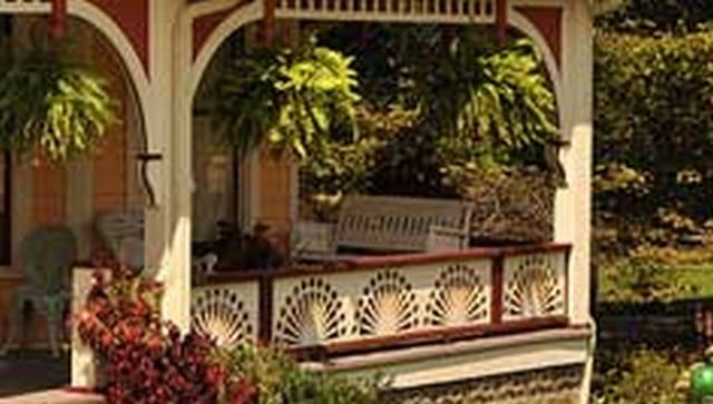 circular-sunburst-porch-railing