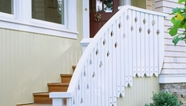 jigsaw-baluster-railing-on-side-of-stringer