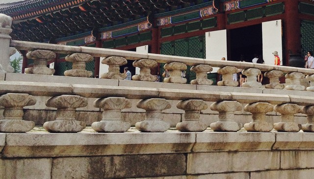 korean-castle-stone-handrails