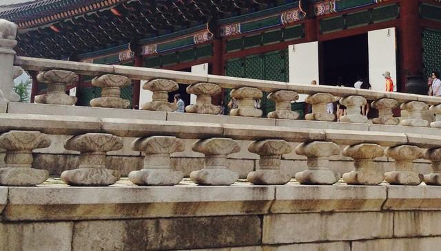 korean-castle-stone-handrails