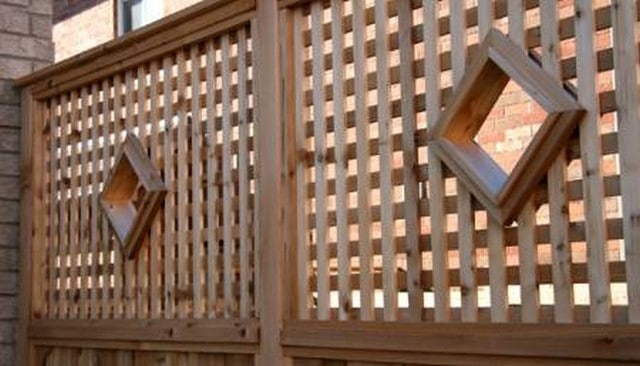 Lattice Railing with Diamond Portholes
