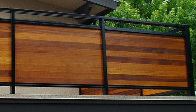 Metal framed horizontal wood privacy rail deck railing for Handrail design for balcony