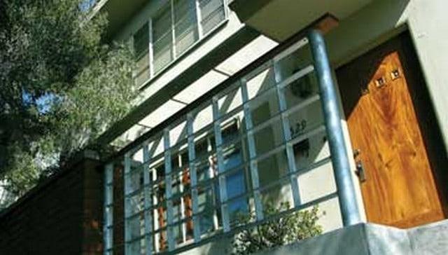 metal-slat-squares-handrail