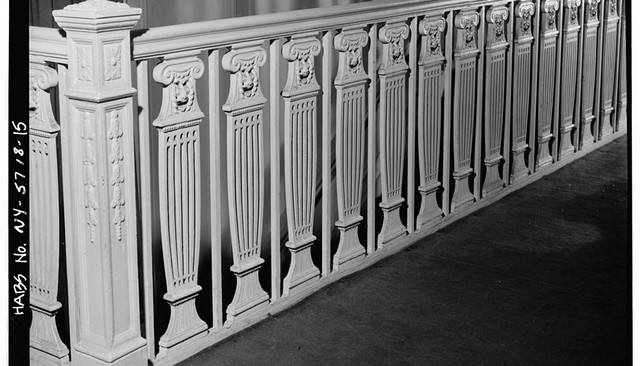 neoclassical-doric-column-metal-baluster