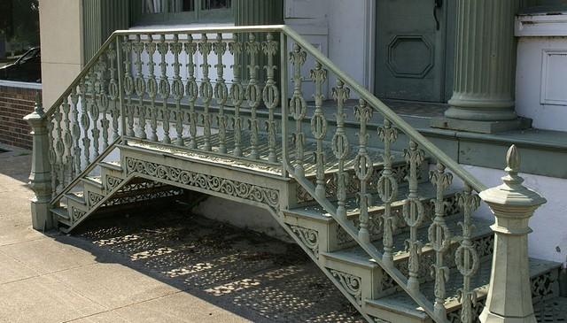 neoclassical-wrought-iron-railing-idea