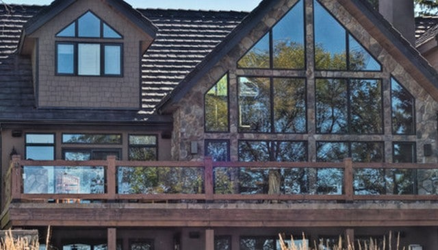 rustic-wood-frame-glass-handrail