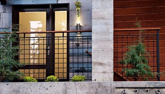 square-metal-grid-handrail