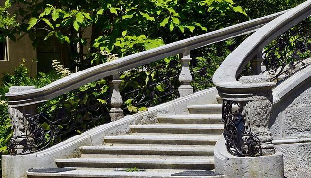 stone-metal-stair-railing-idea
