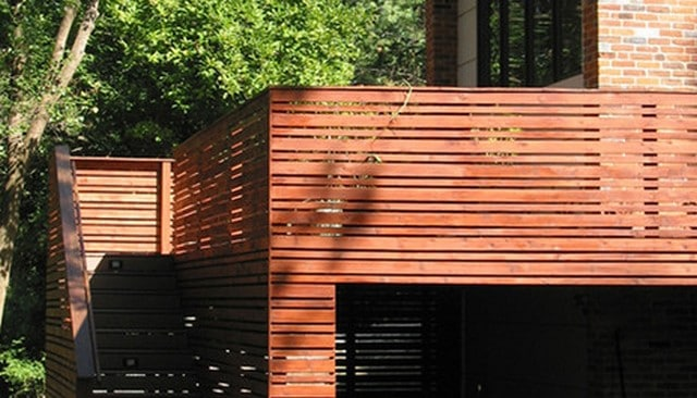 wood-privacy-screen-railing-idea